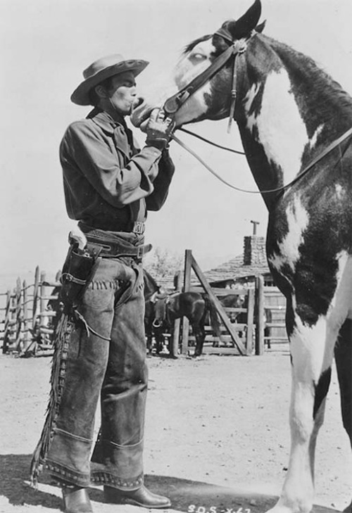 gregory-peck-kissing-a-horse.jpg
